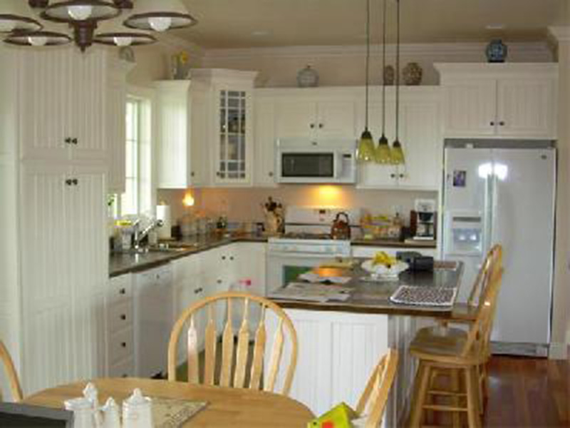 Country House Plan Kitchen Photo 01 - 077D-0039 | House Plans and More