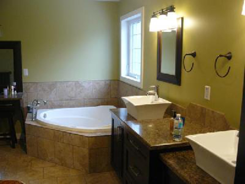 Traditional House Plan Master Bathroom Photo 01 - 077D-0048 | House Plans and More