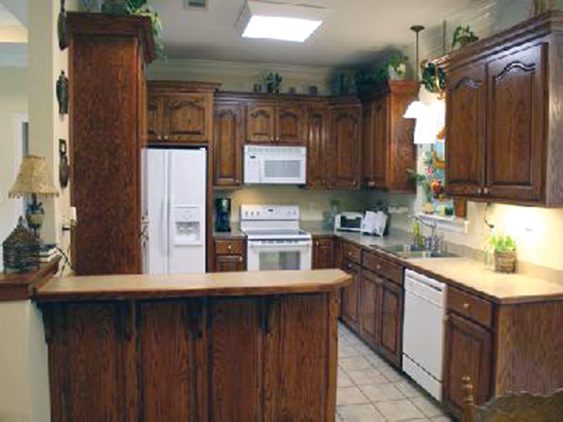 Traditional House Plan Kitchen Photo 01 - 077D-0052 | House Plans and More