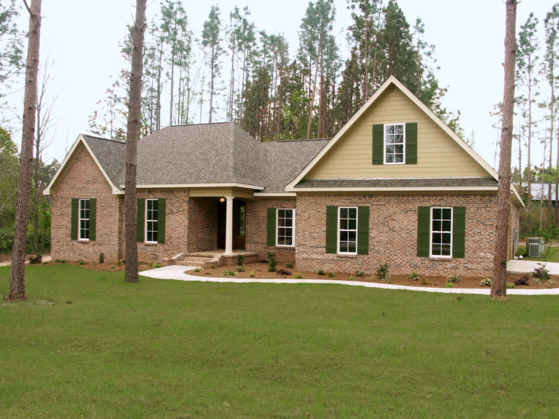Ranch House Plan Front of Home 077D-0111