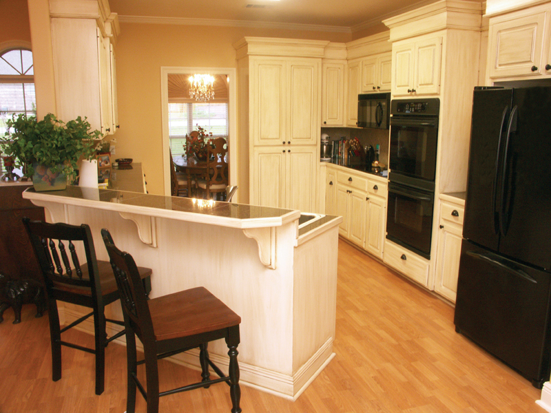 Traditional House Plan Kitchen Photo 01 077D-0126