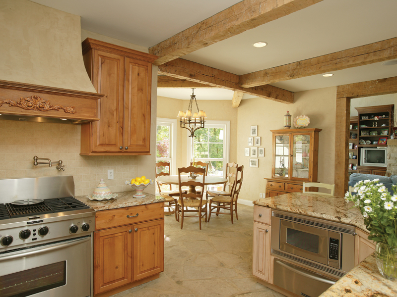 Luxury House Plan Kitchen Photo 01 079D-0001