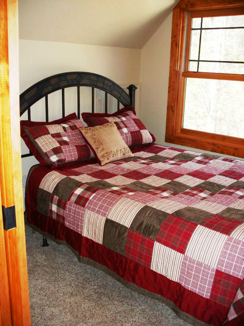 Cabin and Cottage Plan Bedroom Photo 04 080D-0004