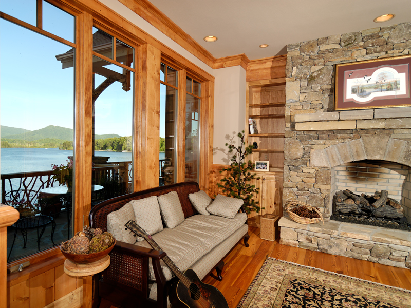 Waterfront Home Plan Fireplace Photo 01 082S-0001