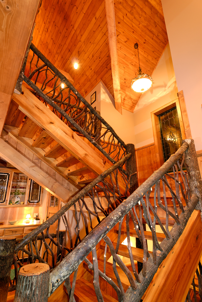 Mountain Home Plan Stairs Photo 082S-0001