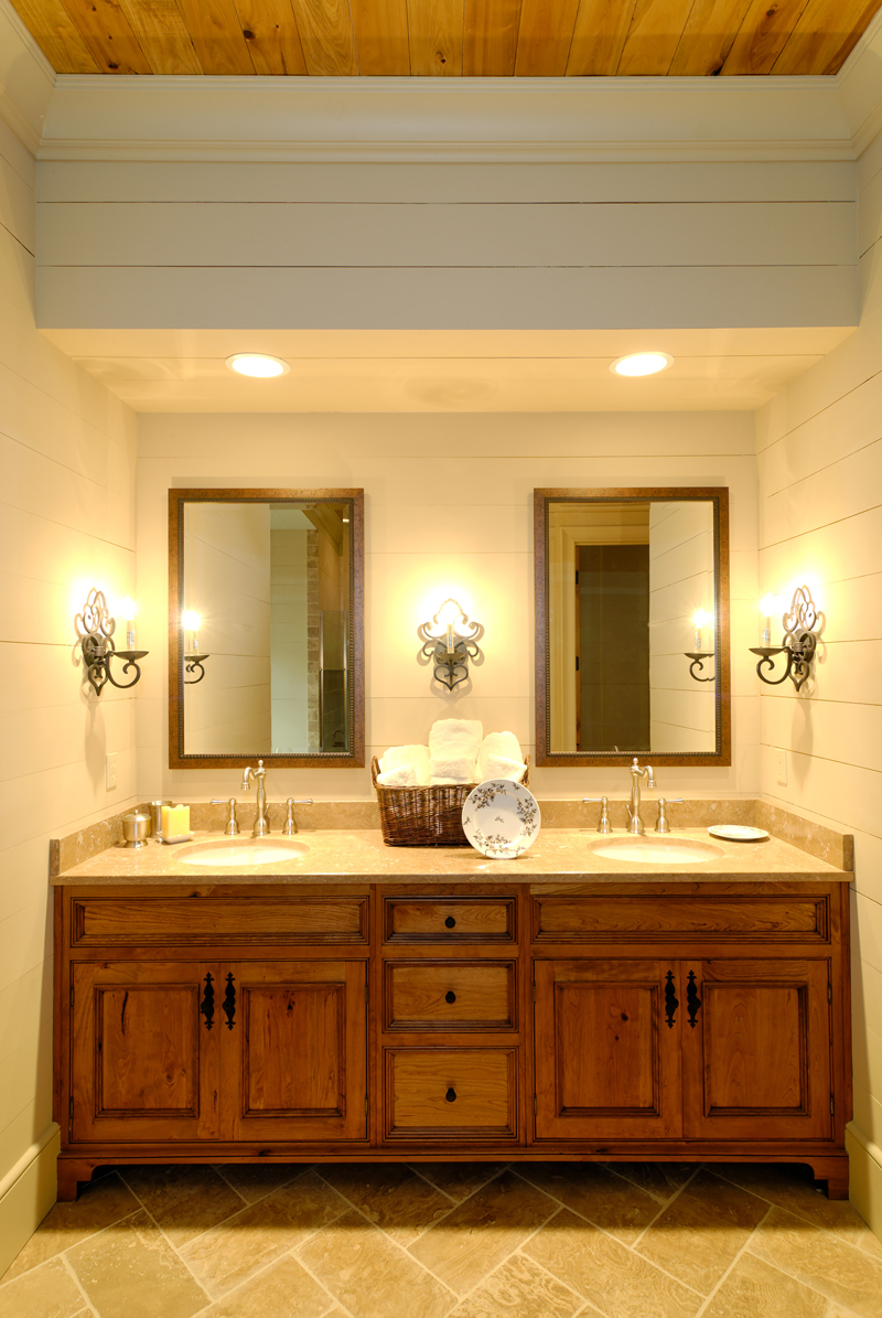 Rustic Home Plan Bathroom Photo 01 082S-0002