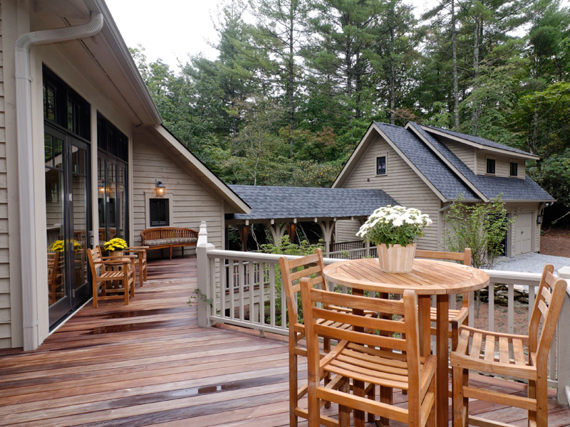 Mountain Home Plan Deck Photo 01 082S-0004