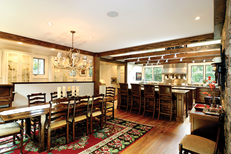 Rustic Home Plan Dining Room Photo 01 082S-0004
