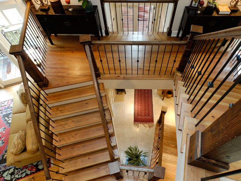 Rustic Home Plan Stairs Photo 03 082S-0004
