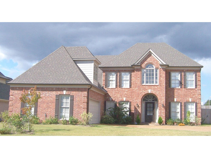 Stately Luxury Home With Delightful Arched Entry