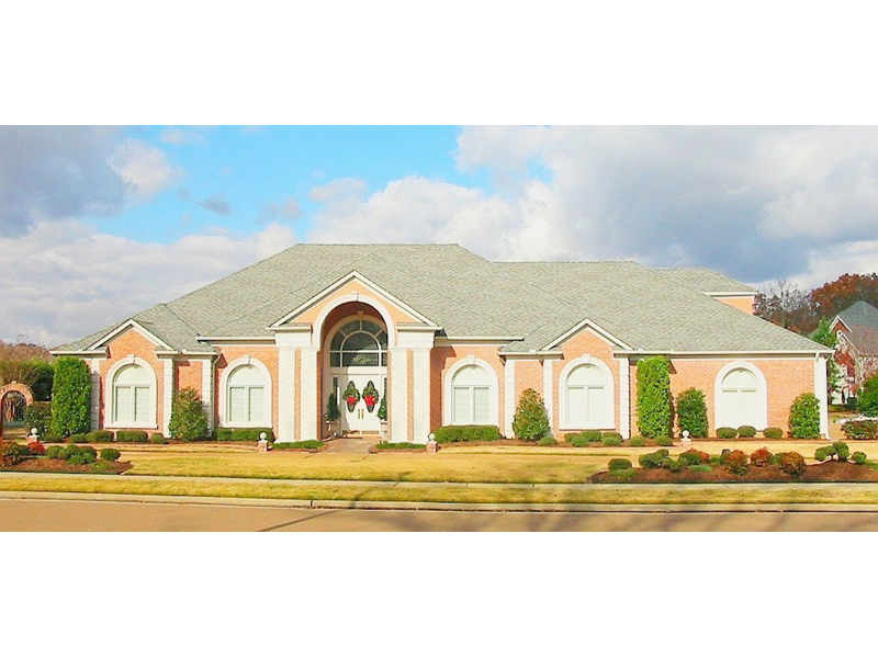 Stunning Arched Windows Decorate This Luxury Sunbelt Home