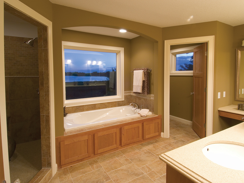 Traditional House Plan Bathroom Photo 01 - 091D-0021 | House Plans and More