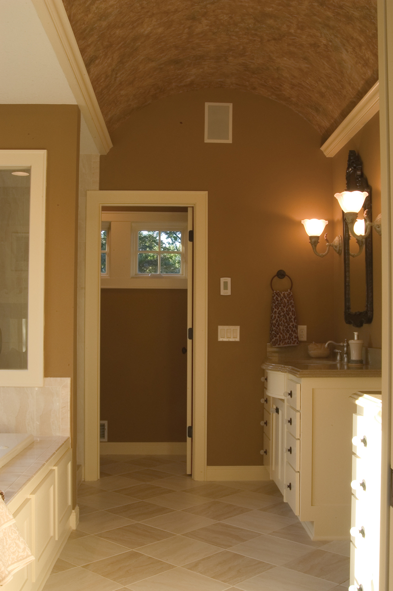 Colonial House Plan Master Bathroom Photo 01 091D-0449