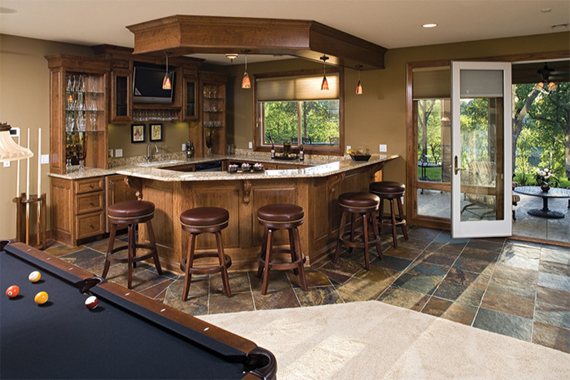 Traditional House Plan Bar Photo 091D-0476
