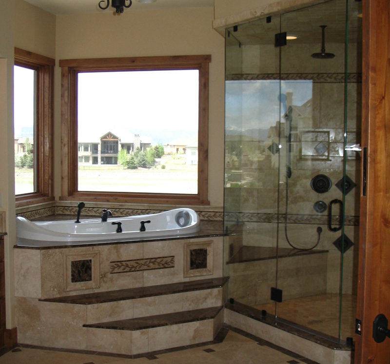 Mountain home plan master bathroom photo 01 plan 101s 0011 for Corner tub decorating ideas