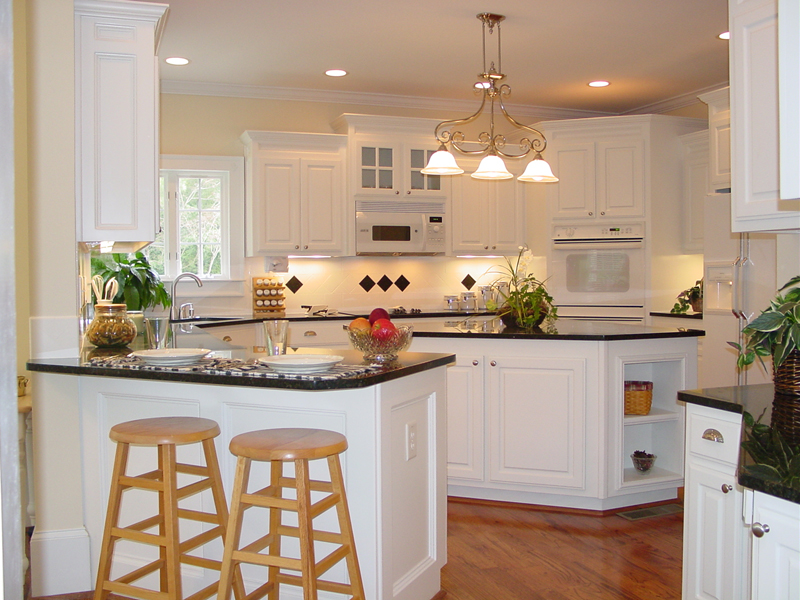 Cape Cod and New England Plan Kitchen Photo 01 111D-0025