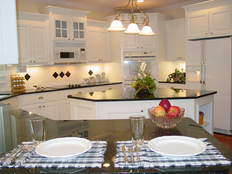 Traditional House Plan Kitchen Photo 02 111D-0025