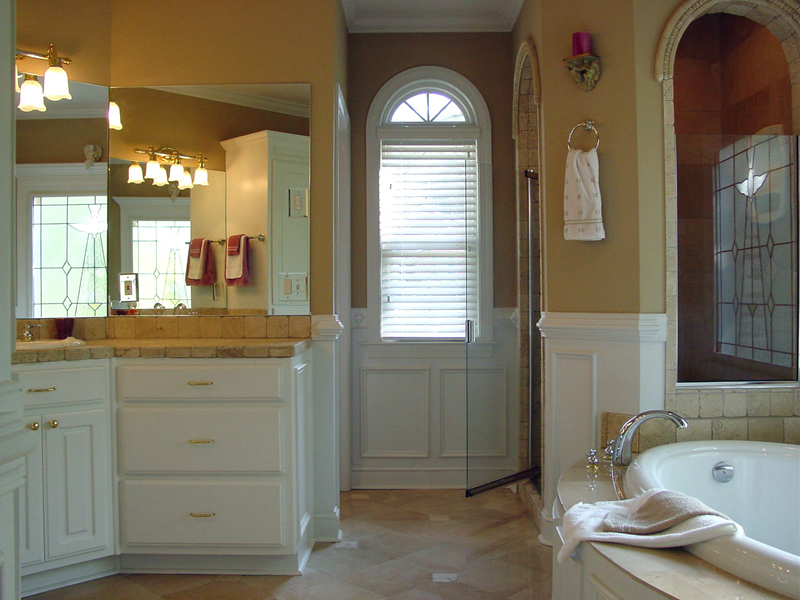 Cape Cod & New England House Plan Master Bathroom Photo 01 111D-0025