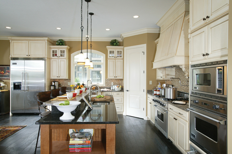 Neoclassical Home Plan Kitchen Photo 02 119D-0013