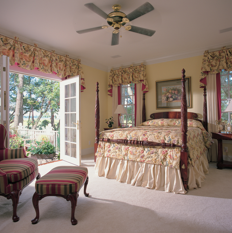 Traditional House Plan Bedroom Photo 01 128D-0003