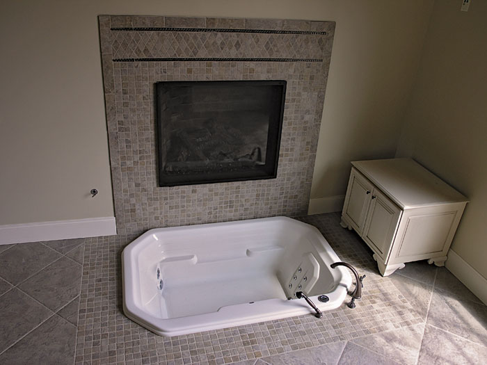 European House Plan Master Bathroom Photo 03 129S-0005
