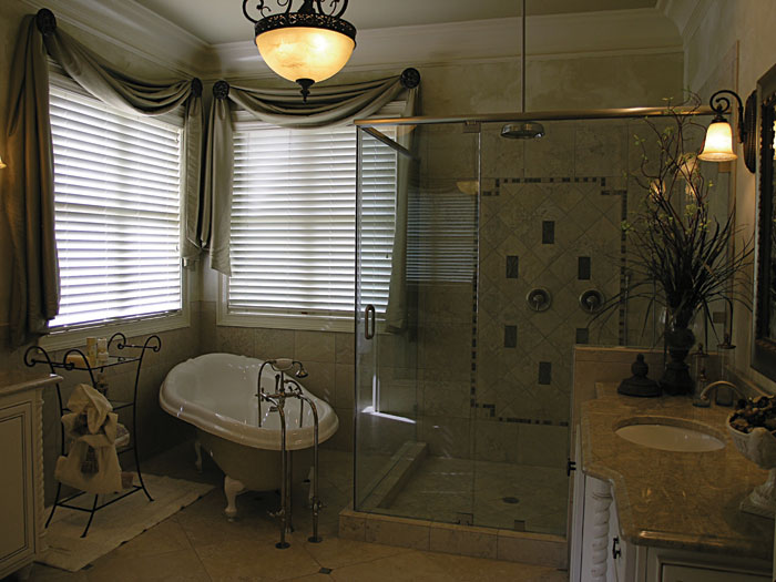 Arts and Crafts House Plan Master Bathroom Photo 01 129S-0006