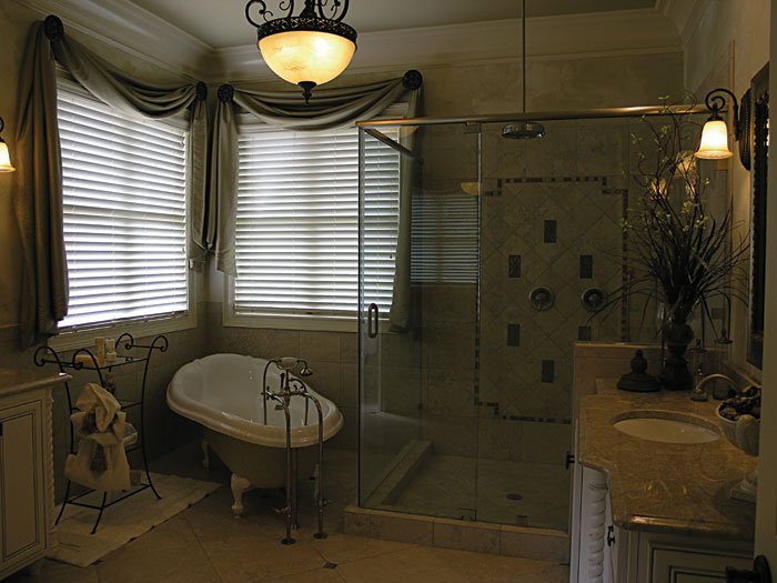 Luxury House Plan Master Bathroom Photo 02 129S-0006