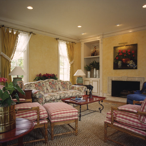 European House Plan Family Room Photo 01 129S-0012