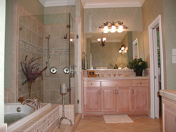 Luxury House Plan Master Bathroom Photo 01 129S-0023